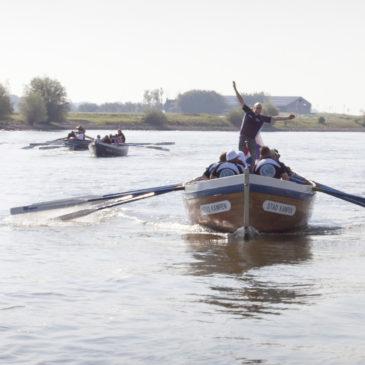 Steurtocht: met zestig sloeproeiers de IJssel af
