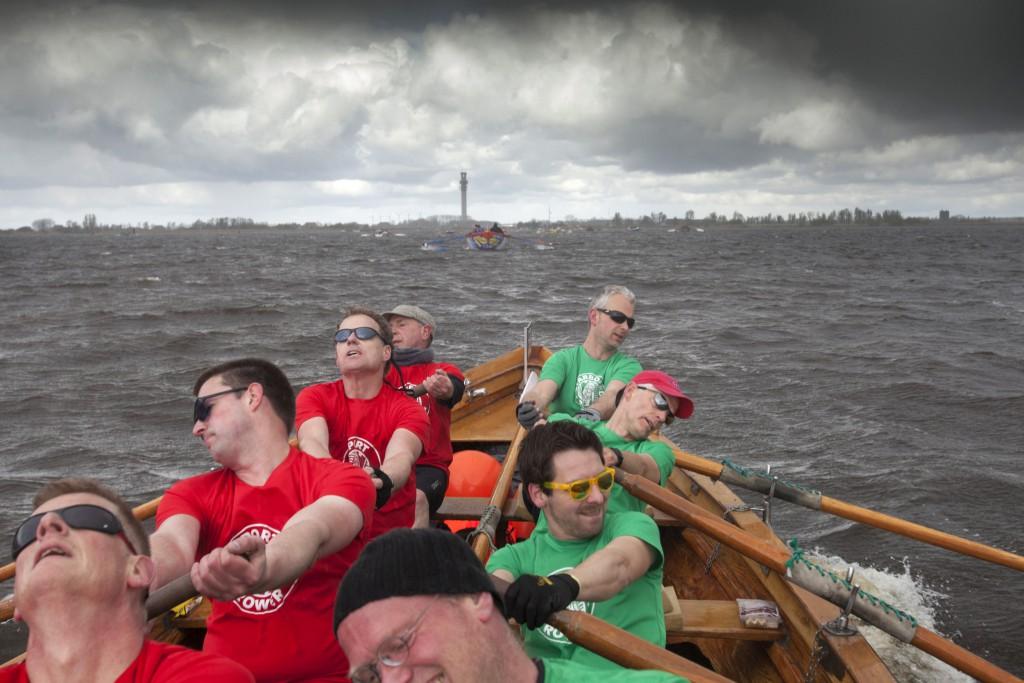 23-4-2016 Lemer. Heren Krom roeien in d'Isela het open Frysk kampioenschap sloeproeien. foto Jelmer Krom