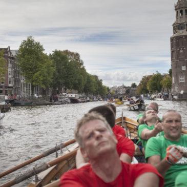Amsterdamse grachten decor voor waar sloeproei spektakel